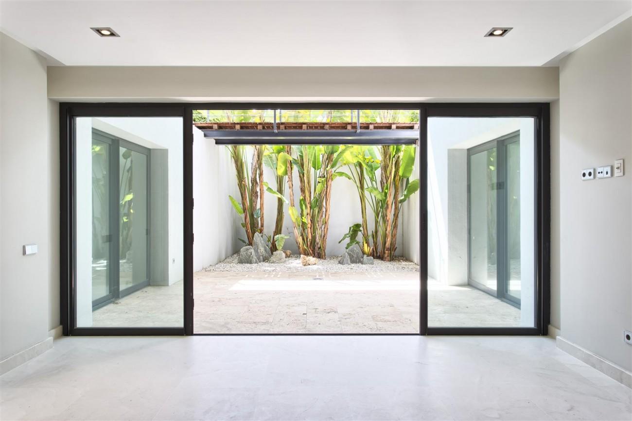 Contemporary Style Villa for sale Benahavis Spain (15) (Large)