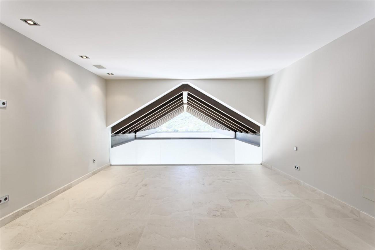 Contemporary Style Villa for sale Benahavis Spain (23) (Large)