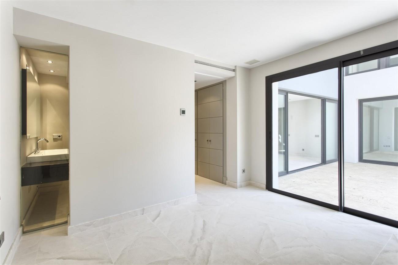 Contemporary Style Villa for sale Benahavis Spain (26) (Large)