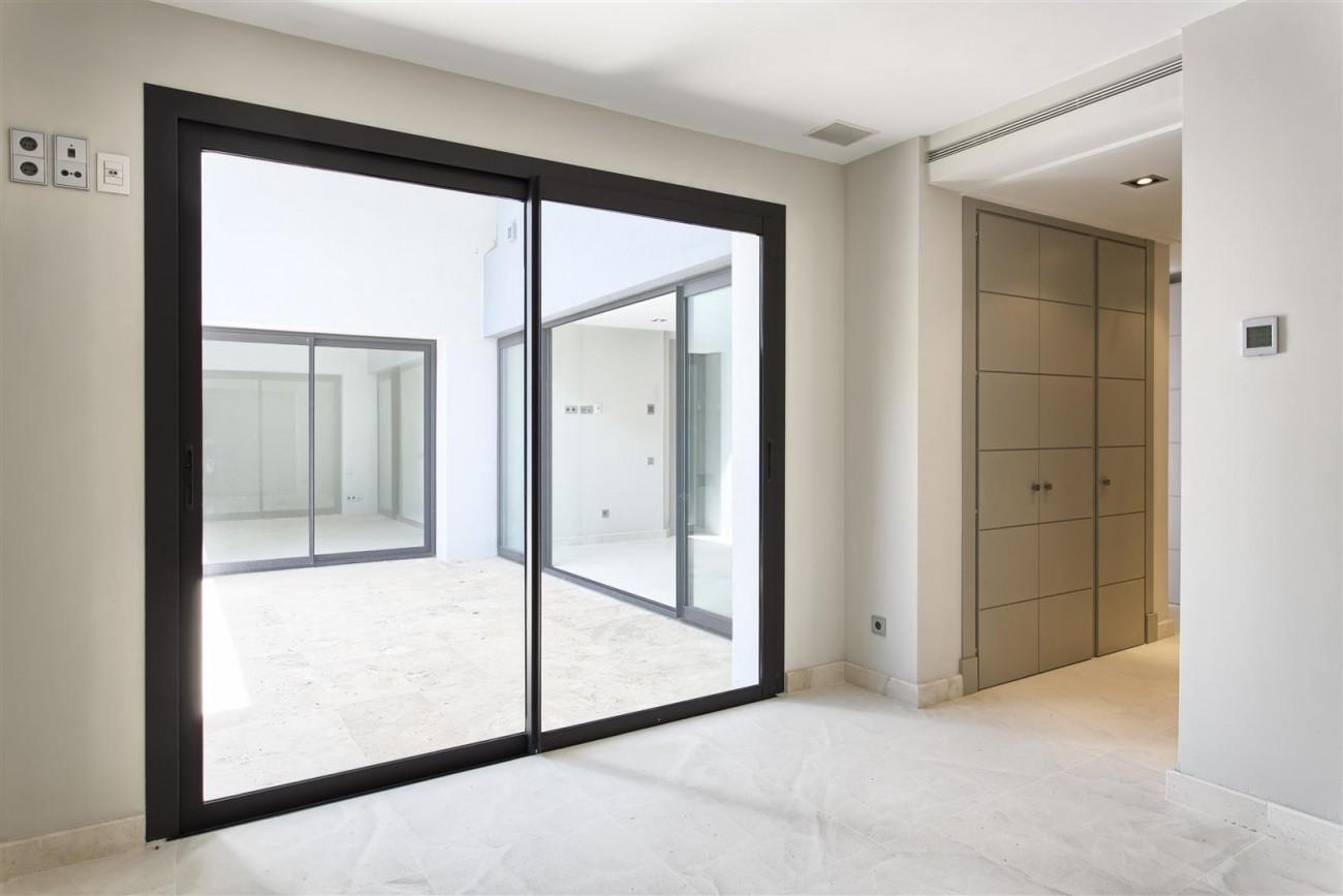 Contemporary Style Villa for sale Benahavis Spain (28) (Large)