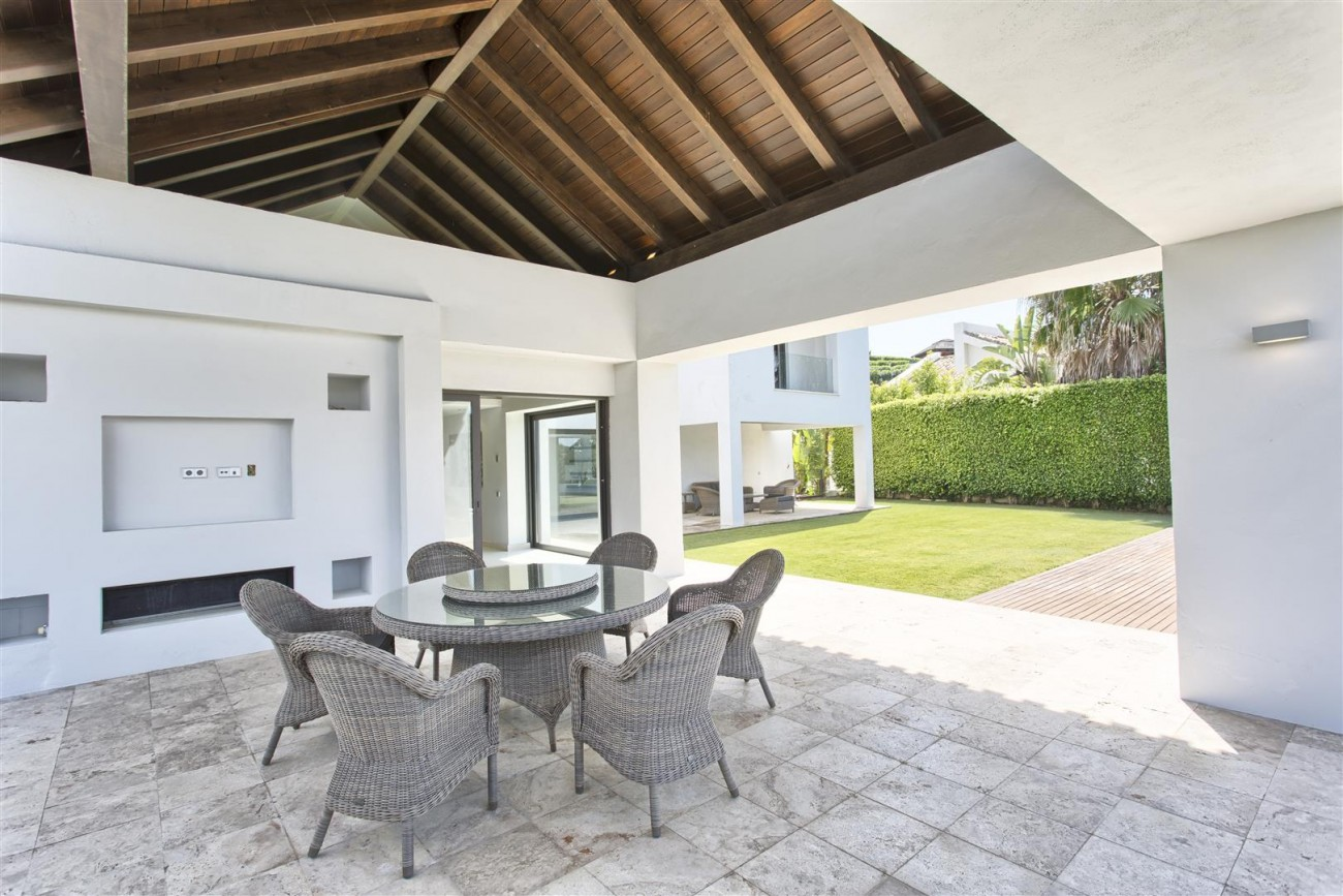 Contemporary Style Villa for sale Benahavis Spain (31) (Large)
