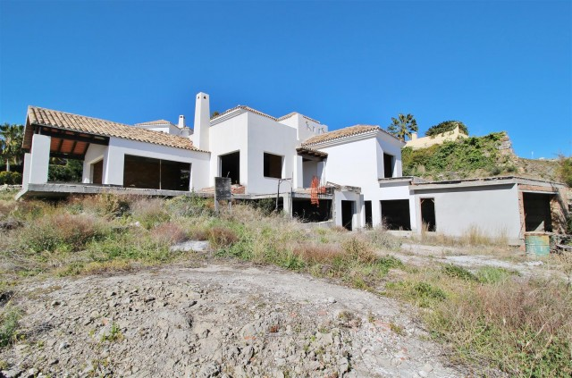 Villa for Sale - 1.300.000€ - Benahavís, Costa del Sol - Ref: 5844