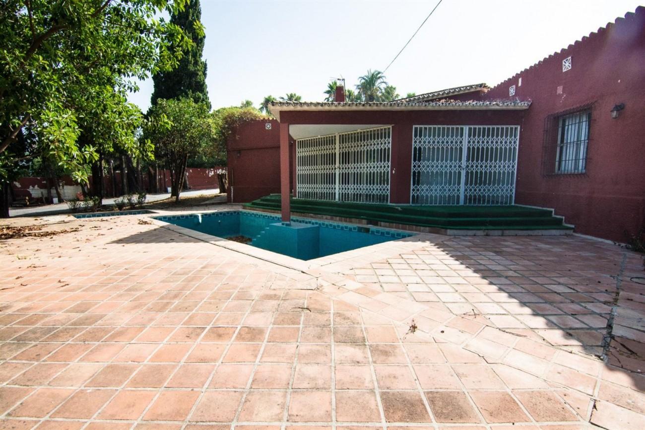 Villa to Renovate Marbella Golden Mile Spain (2) (Large)