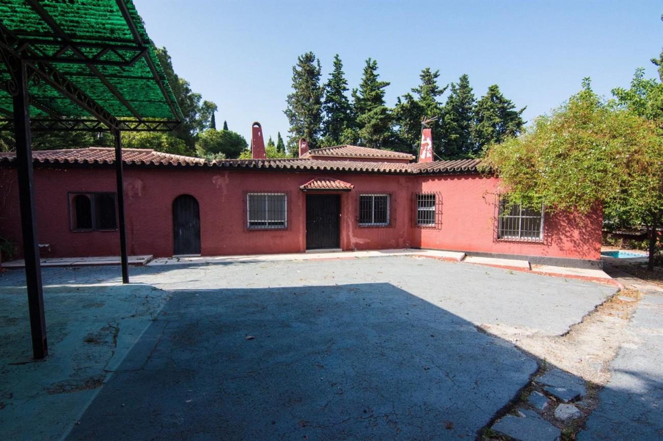 Villa to Renovate Marbella Golden Mile Spain (4) (Large)