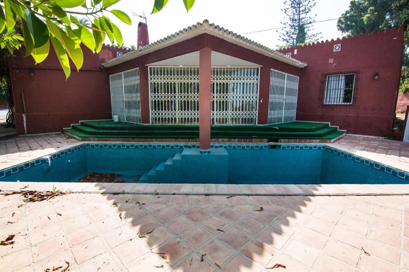 Villa to Renovate Marbella Golden Mile Spain (14) (Large)
