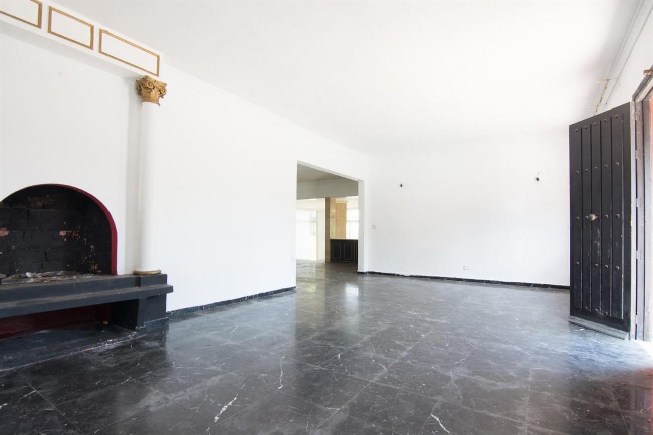 Villa to Renovate Marbella Golden Mile Spain (16) (Large)
