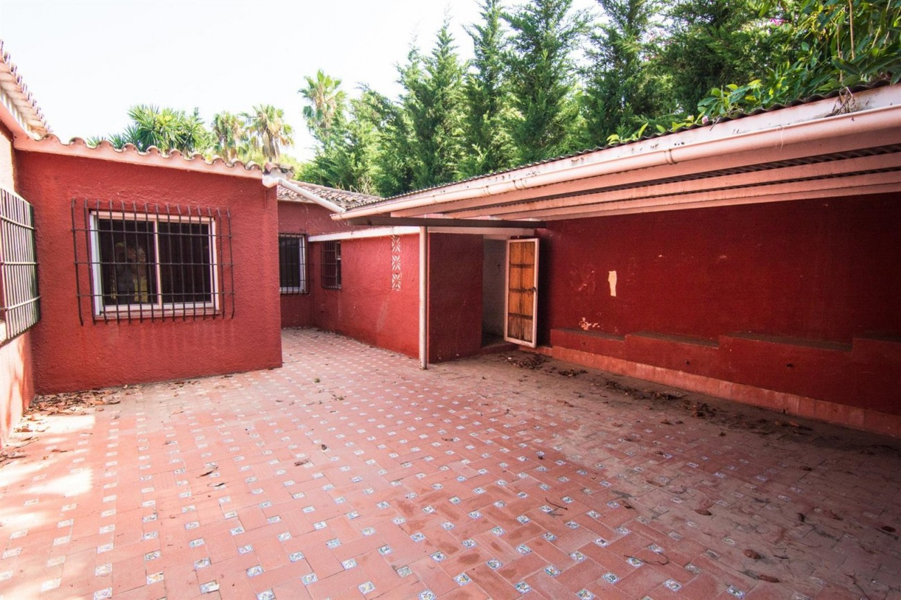 Villa to Renovate Marbella Golden Mile Spain (23) (Large)