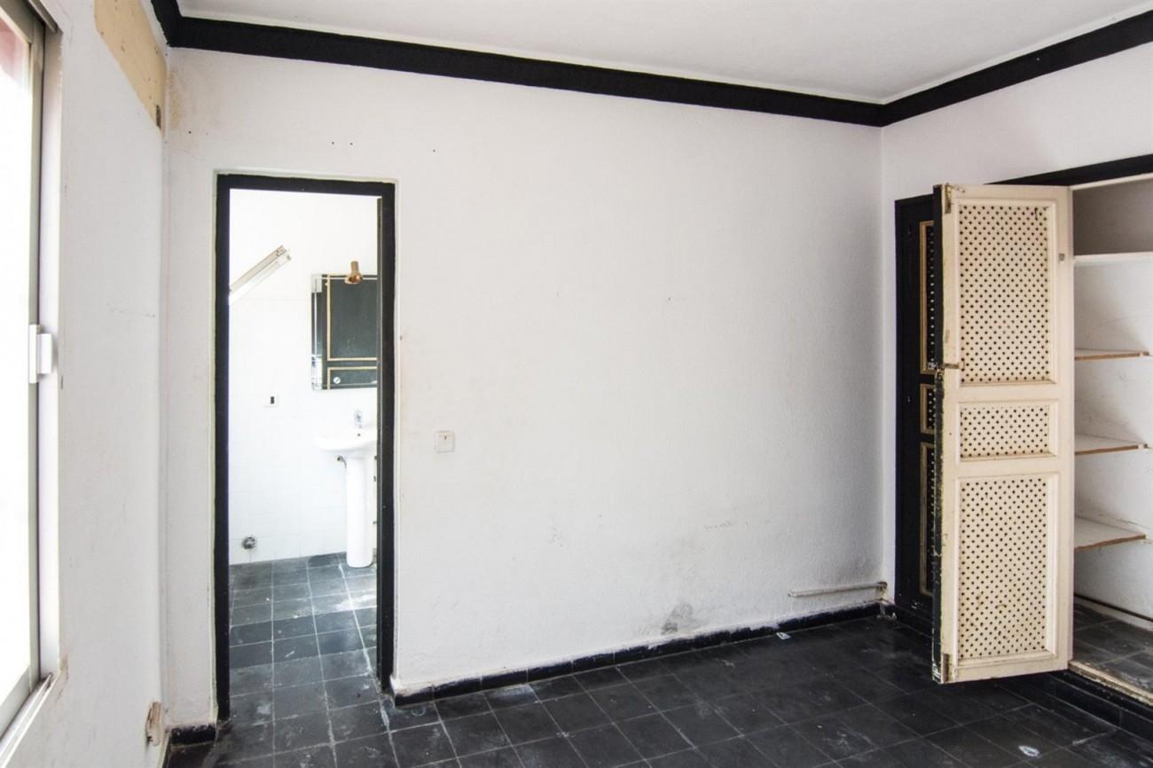 Villa to Renovate Marbella Golden Mile Spain (24) (Large)