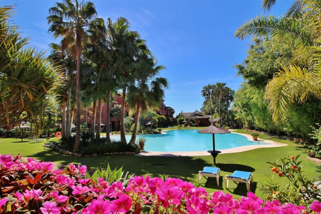 Apartment for Sale - 595.000€ - Estepona, Costa del Sol - Ref: 5847