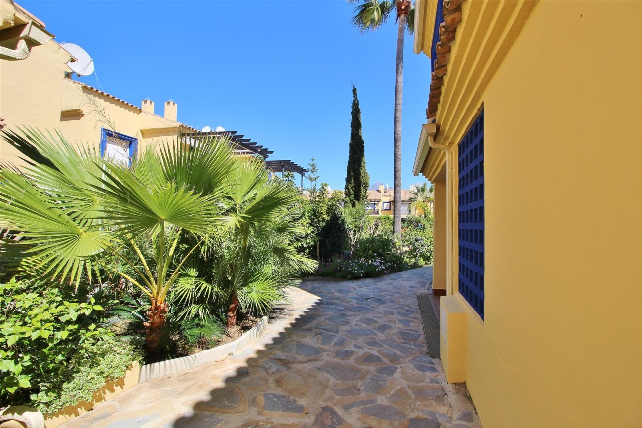 Townhouse for sale Puerto Banus marbella Spain (1) (Large)