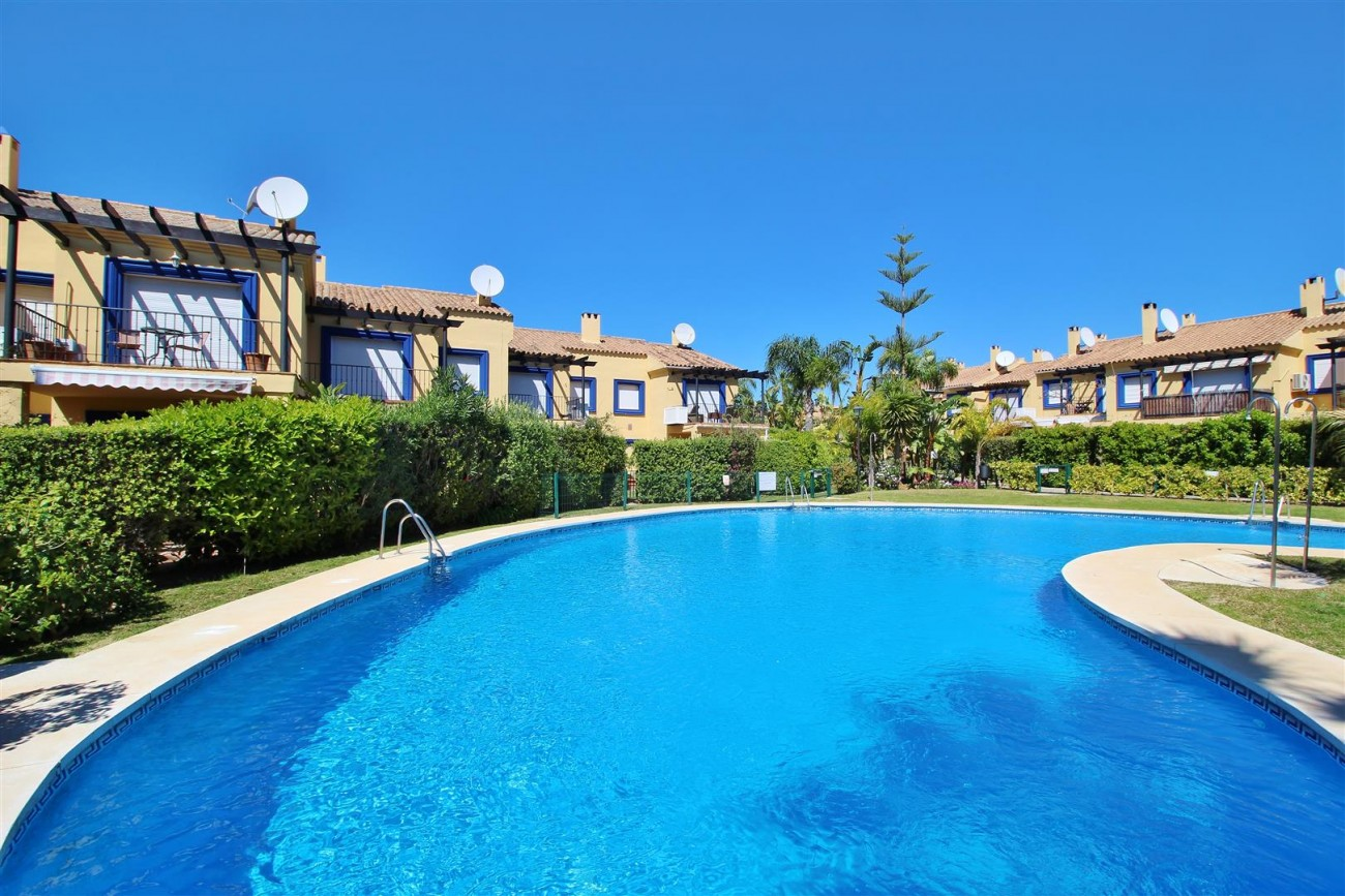 Townhouse for sale Puerto Banus marbella Spain (2) (Large)