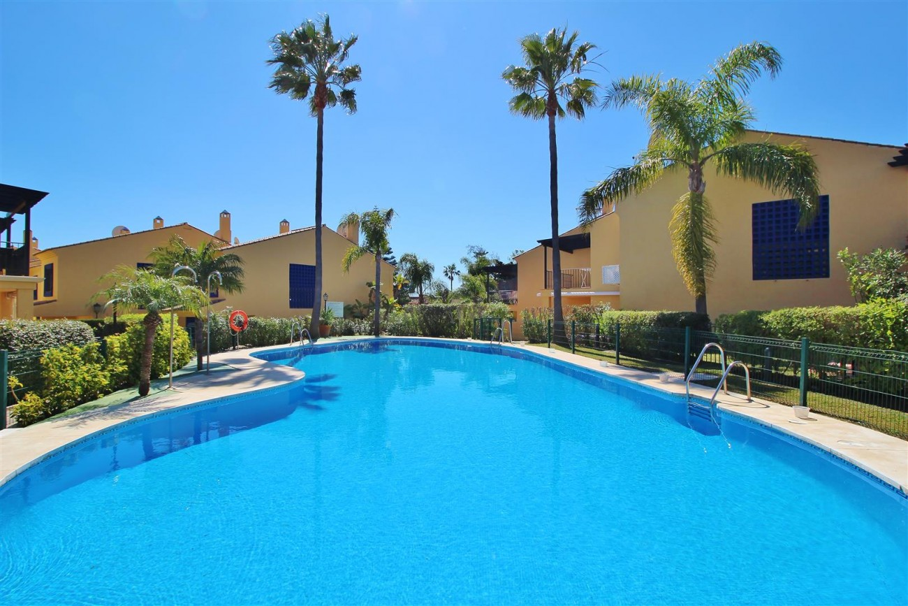 Townhouse for sale Puerto Banus marbella Spain (6) (Large)