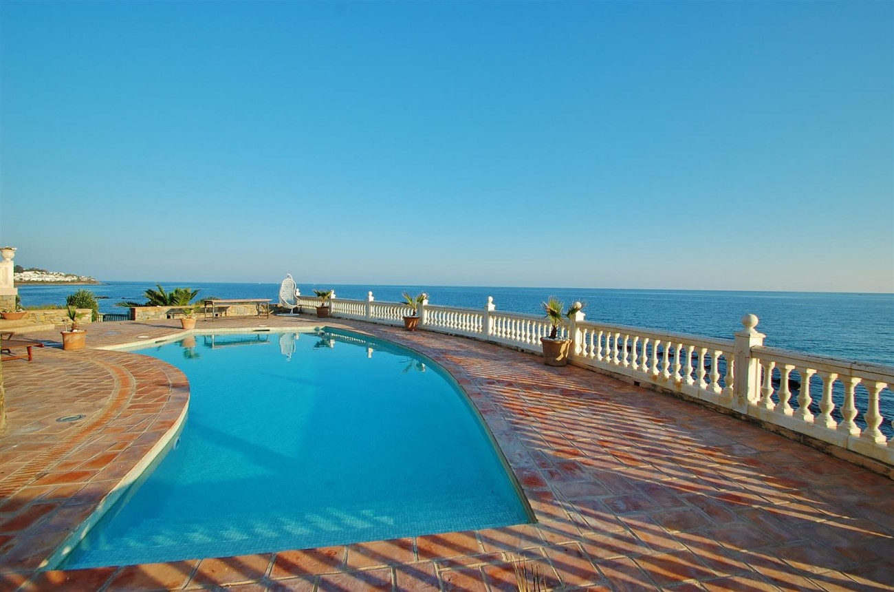 Beachfront villa for sale Mijas Costa Spain (1) (Large)