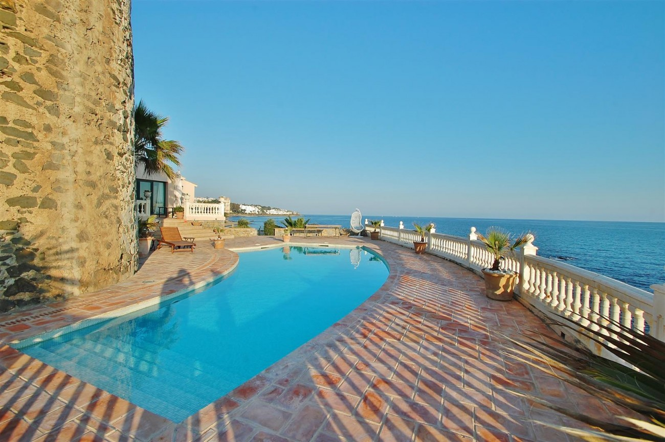 Beachfront villa for sale Mijas Costa Spain (2) (Large)