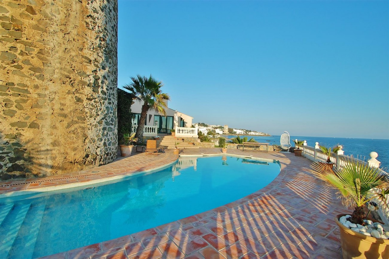Beachfront villa for sale Mijas Costa Spain (3) (Large)