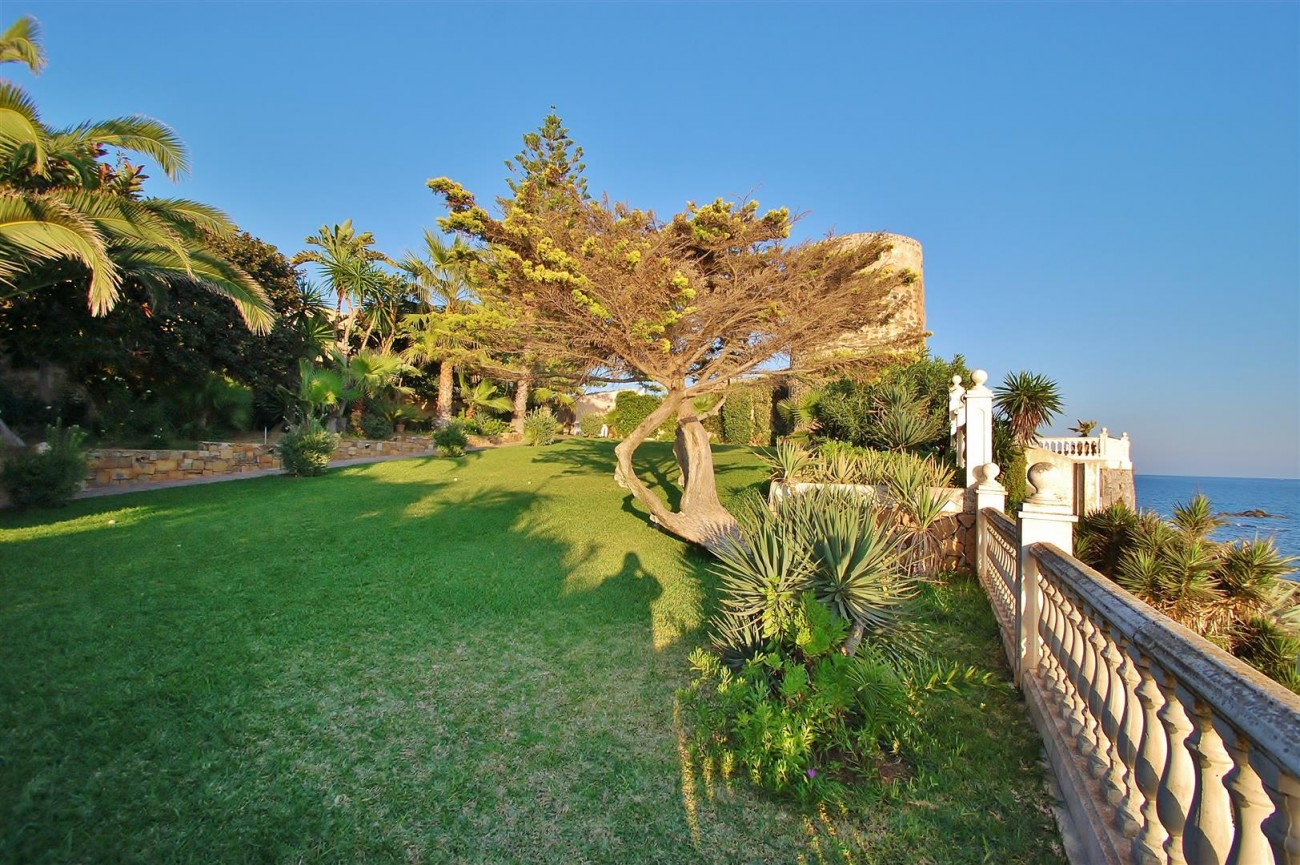 Beachfront villa for sale Mijas Costa Spain (6) (Large)