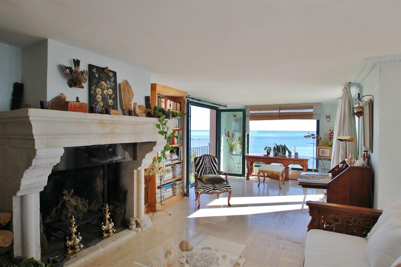 Beachfront villa for sale Mijas Costa Spain (10) (Large)