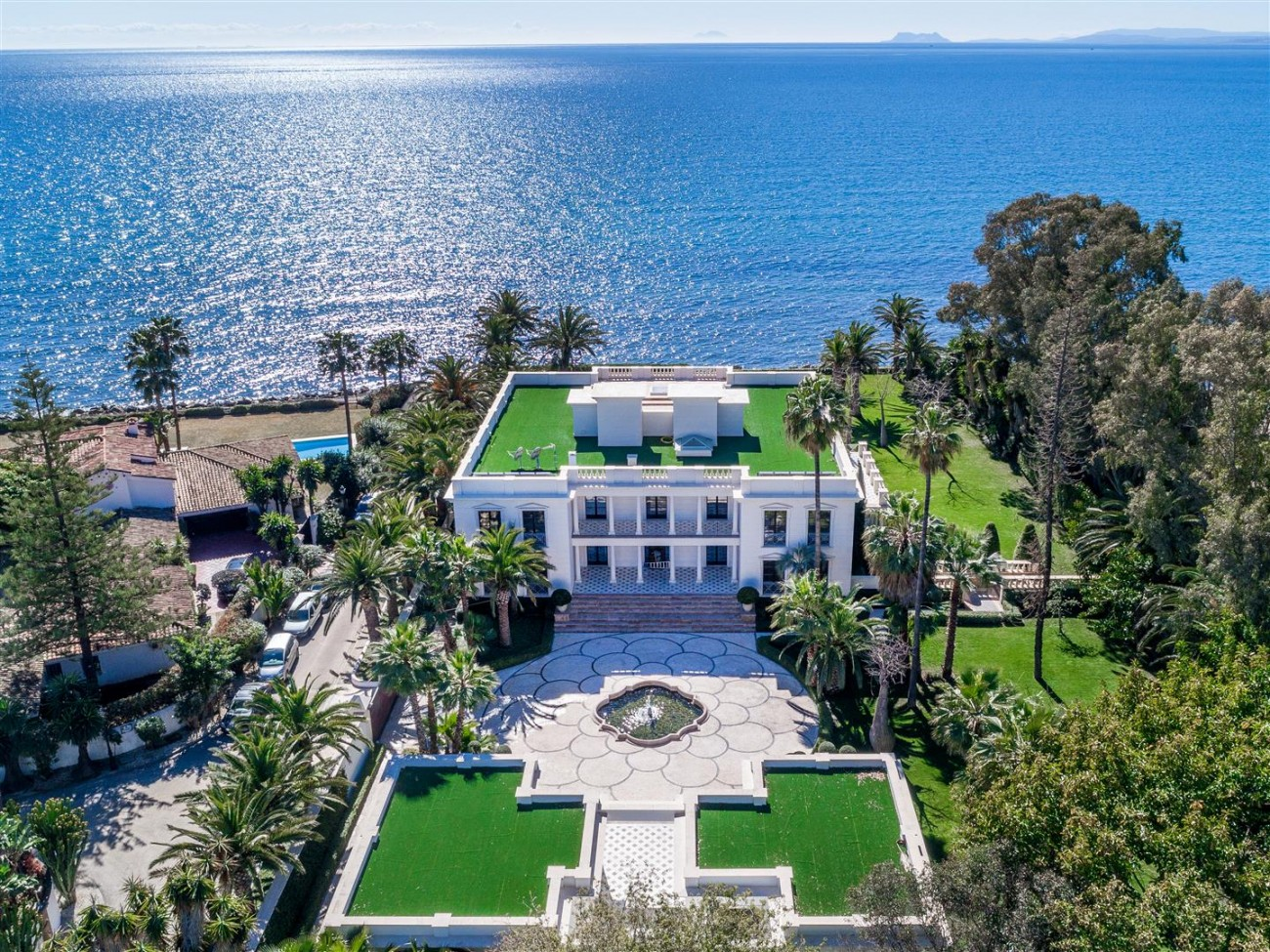 Modern Beachfront Palace for Sale close to Puerto Banus Spain (2)