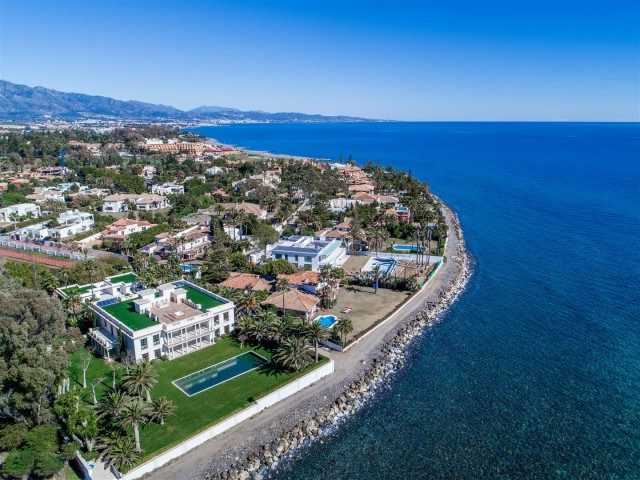 Modern Beachfront Palace for Sale close to Puerto Banus Spain (3)