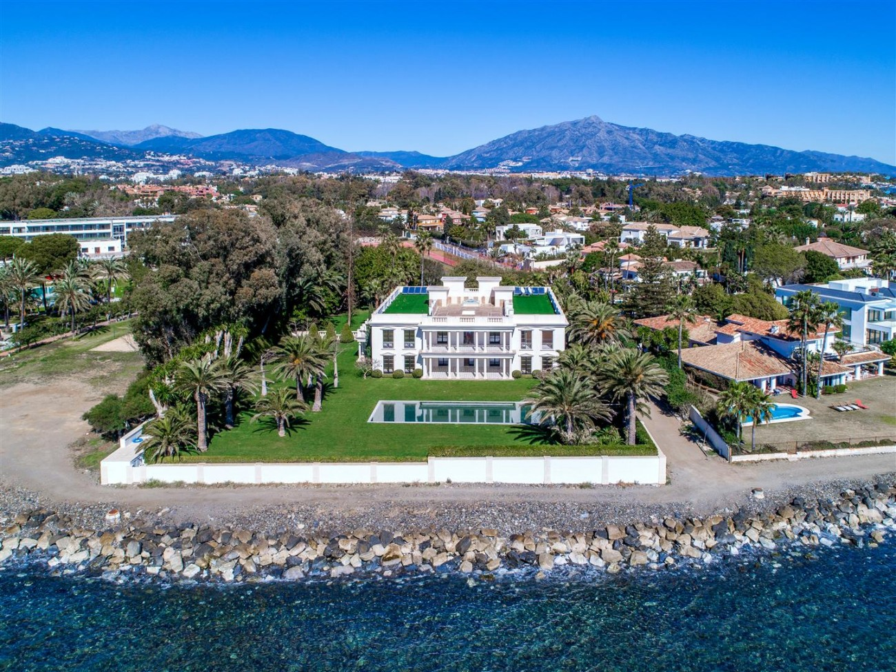 Modern Beachfront Palace for Sale close to Puerto Banus Spain (4)