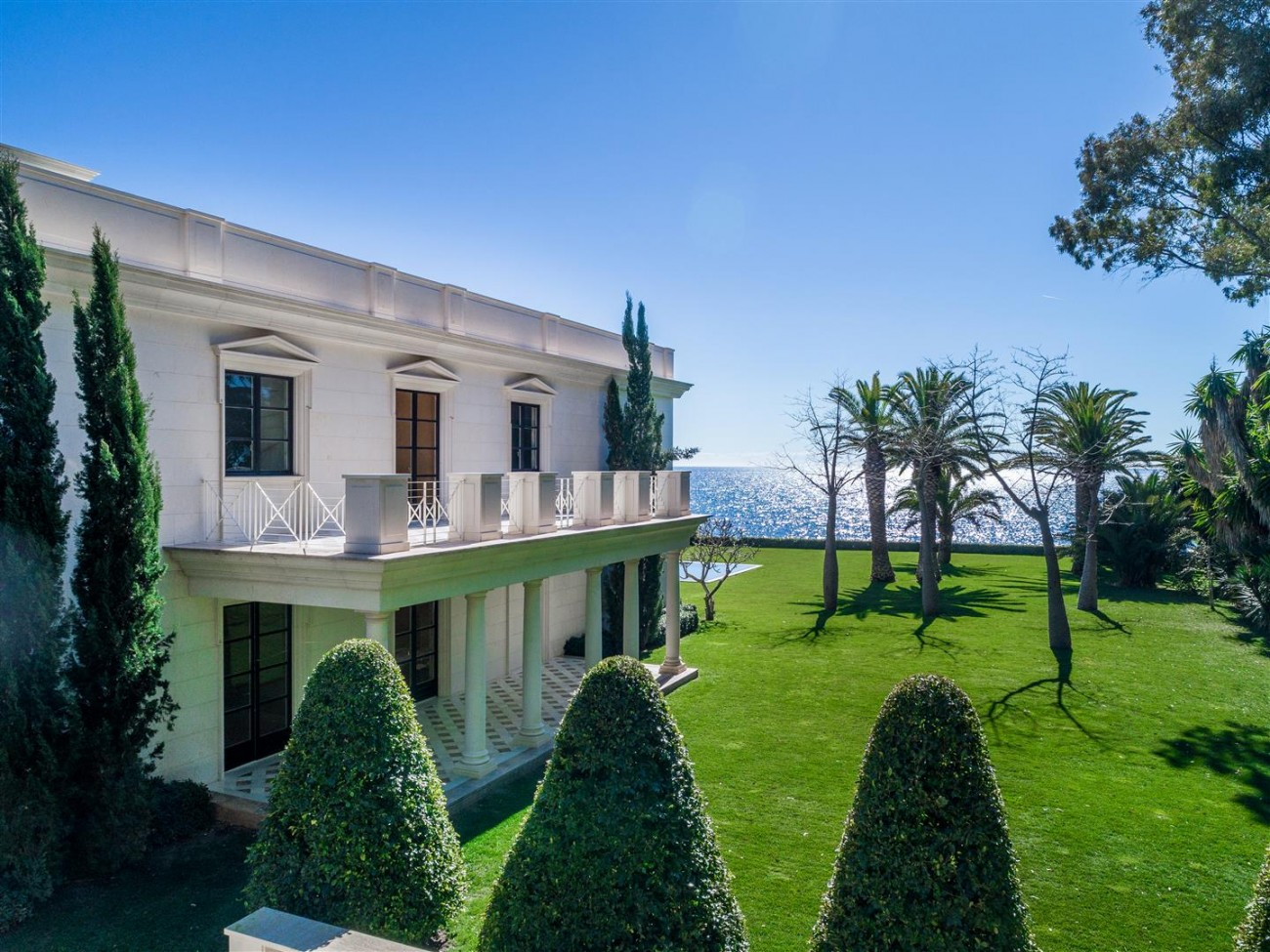 Modern Beachfront Palace for Sale close to Puerto Banus Spain (5)
