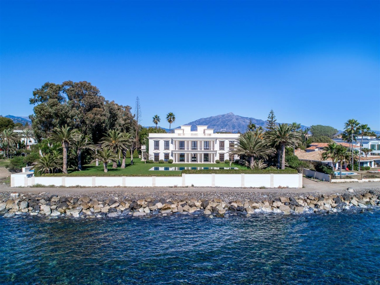 Modern Beachfront Palace for Sale close to Puerto Banus Spain (6)