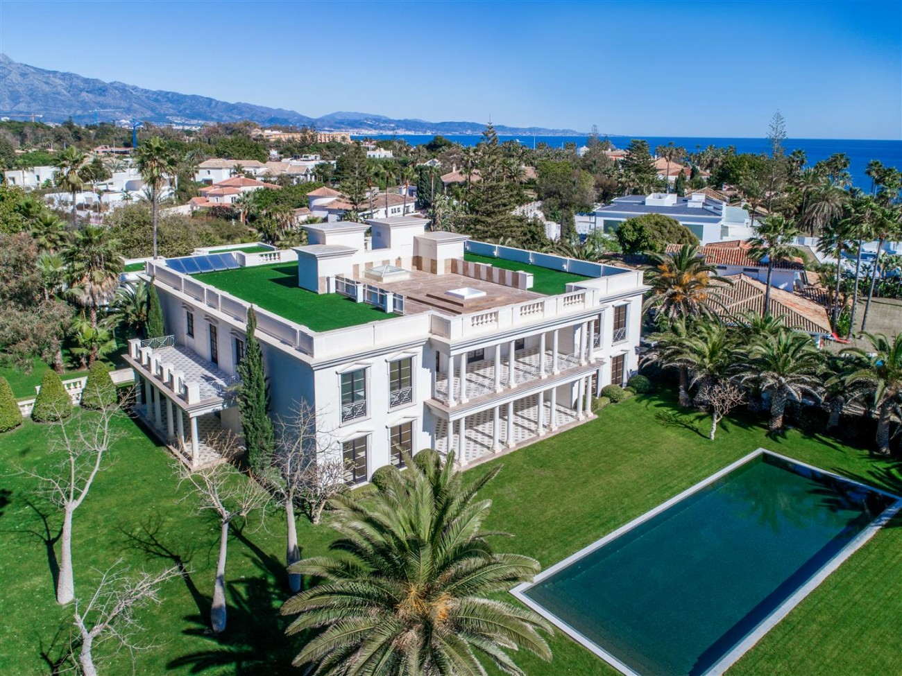 Modern Beachfront Palace for Sale close to Puerto Banus Spain (7)