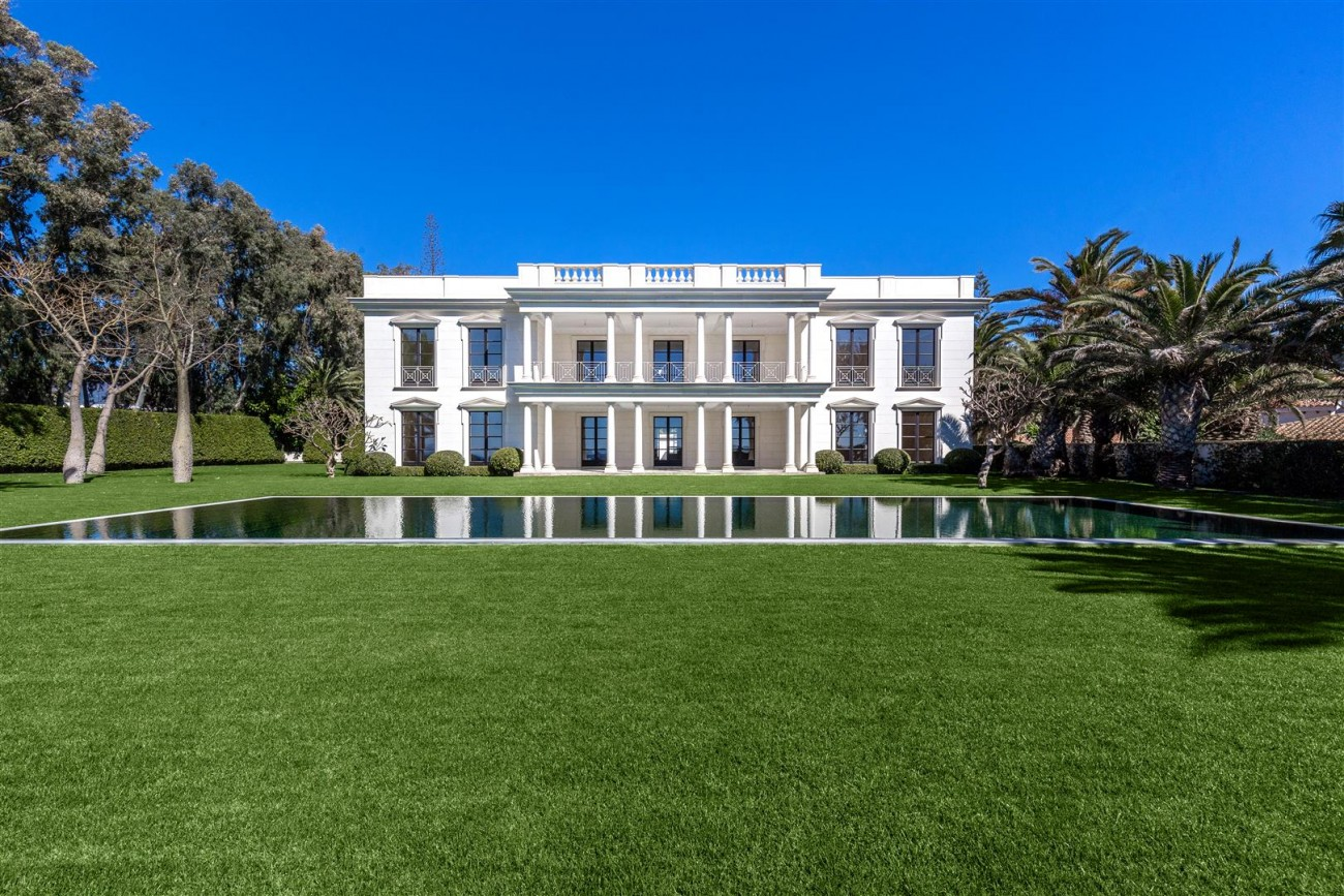 Modern Beachfront Palace for Sale close to Puerto Banus Spain (8)