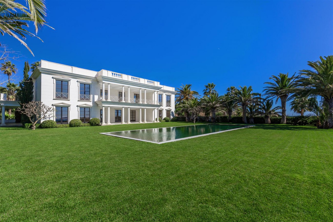 Modern Beachfront Palace for Sale close to Puerto Banus Spain (9)