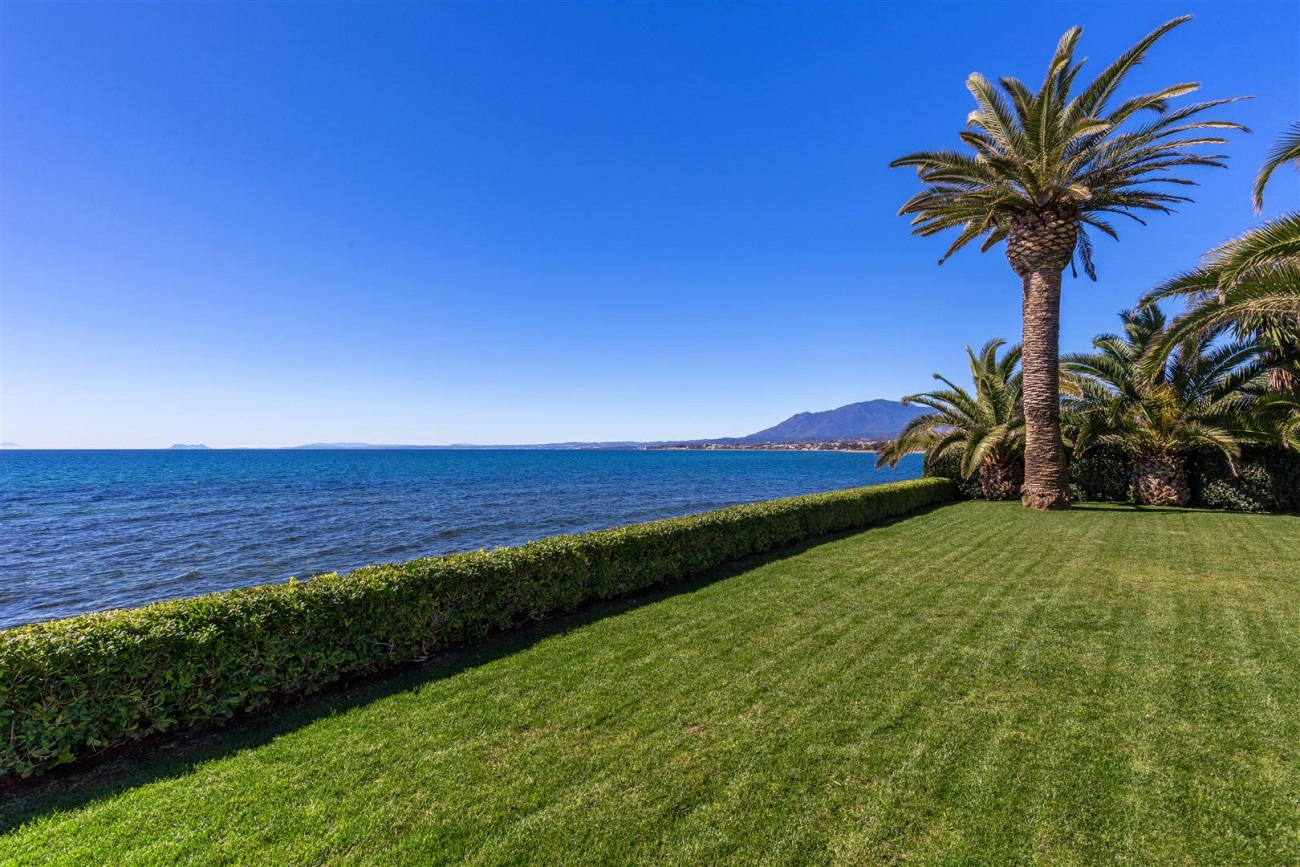 Modern Beachfront Palace for Sale close to Puerto Banus Spain (11)