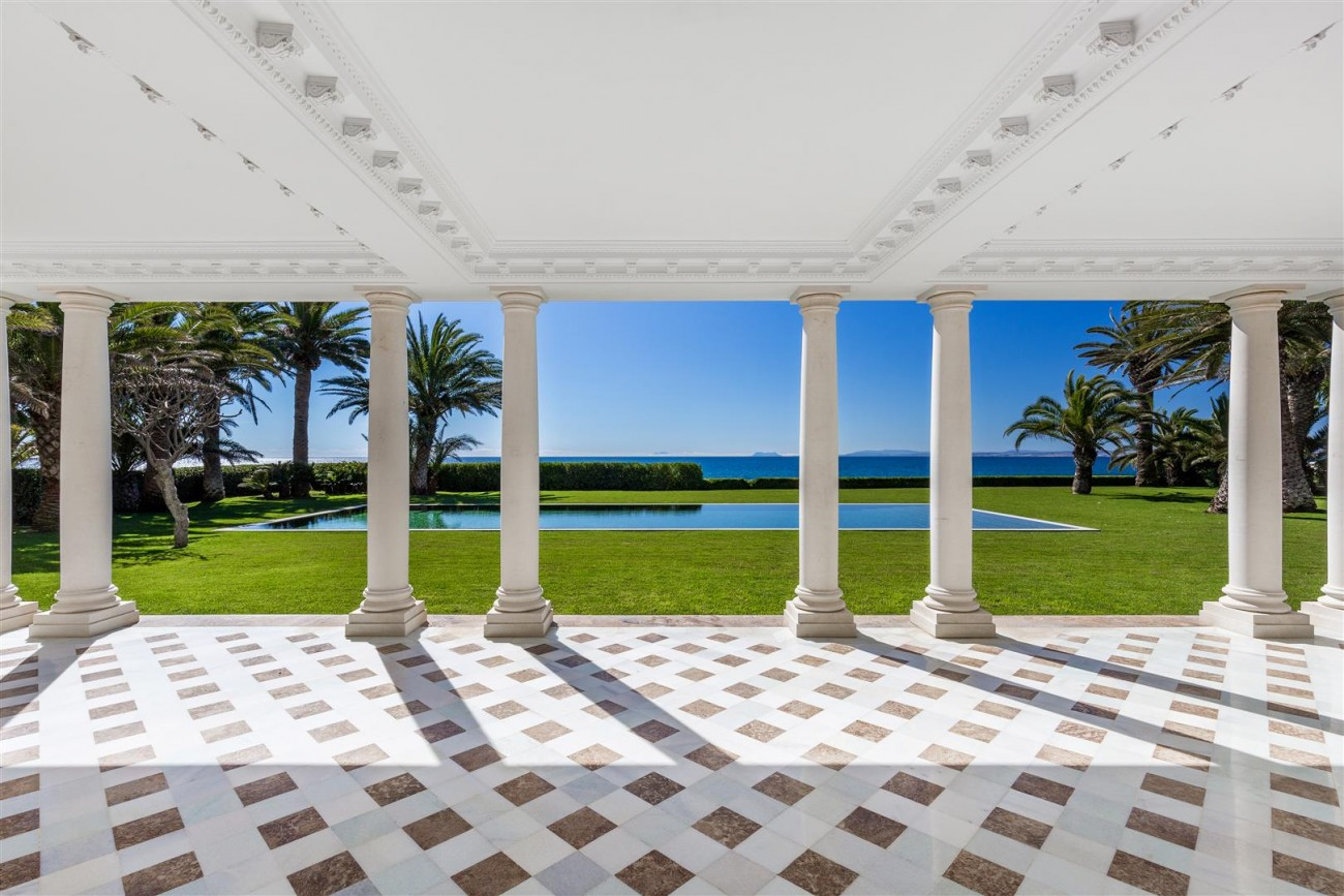 Modern Beachfront Palace for Sale close to Puerto Banus Spain (13)