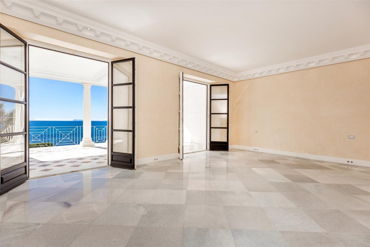 Modern Beachfront Palace for Sale close to Puerto Banus Spain (18)