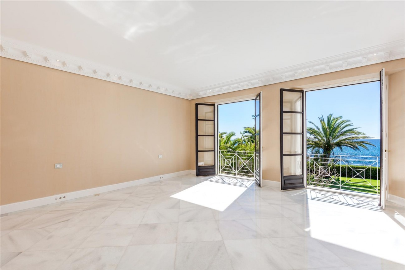 Modern Beachfront Palace for Sale close to Puerto Banus Spain (22)
