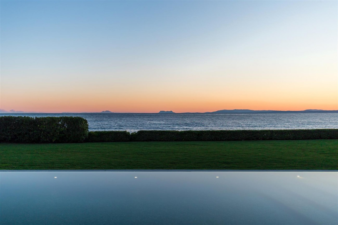 Modern Beachfront Palace for Sale close to Puerto Banus Spain (29)