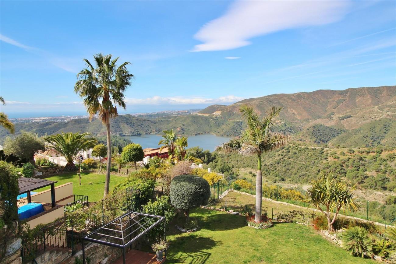 Luxury villa for sale close to Puerto Banus Spain (1) (Large)