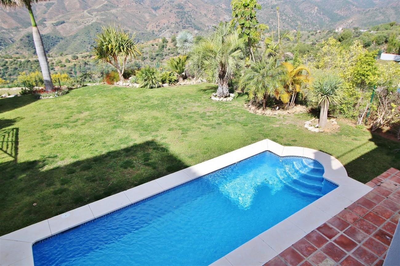 Luxury villa for sale close to Puerto Banus Spain (13) (Large)