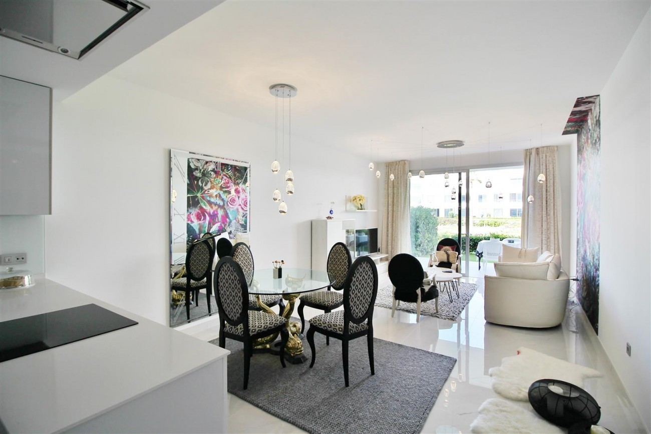 Contemporary 4 beds Apartment for sale Estepona Spain (1) (Large)