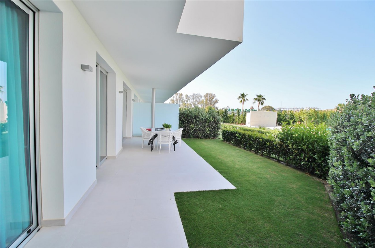 Contemporary 4 beds Apartment for sale Estepona Spain (6) (Large)