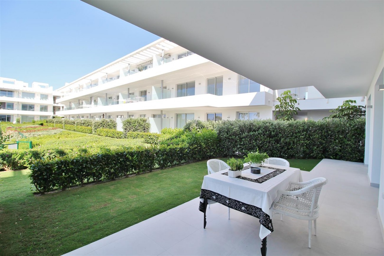 Contemporary 4 beds Apartment for sale Estepona Spain (8) (Large)
