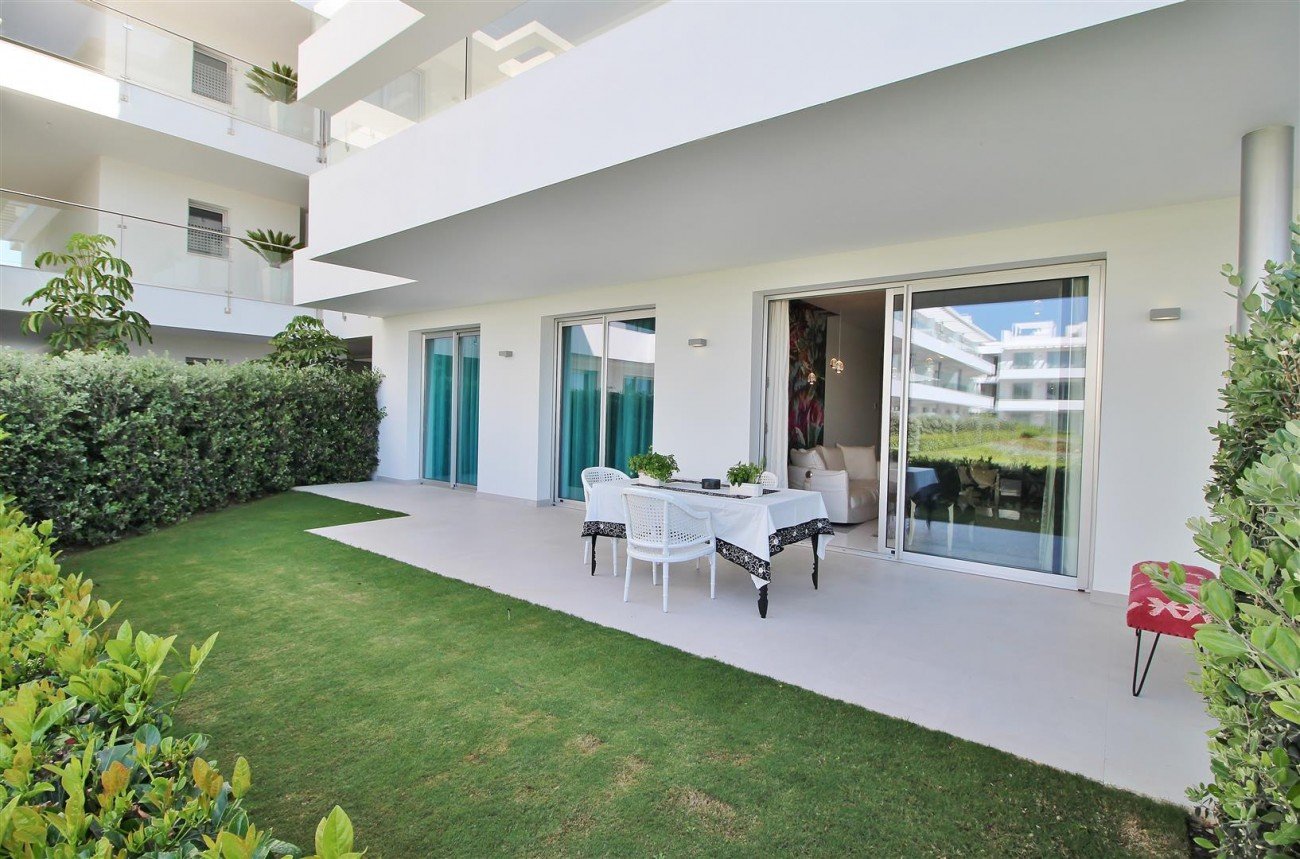 Contemporary 4 beds Apartment for sale Estepona Spain (9) (Large)