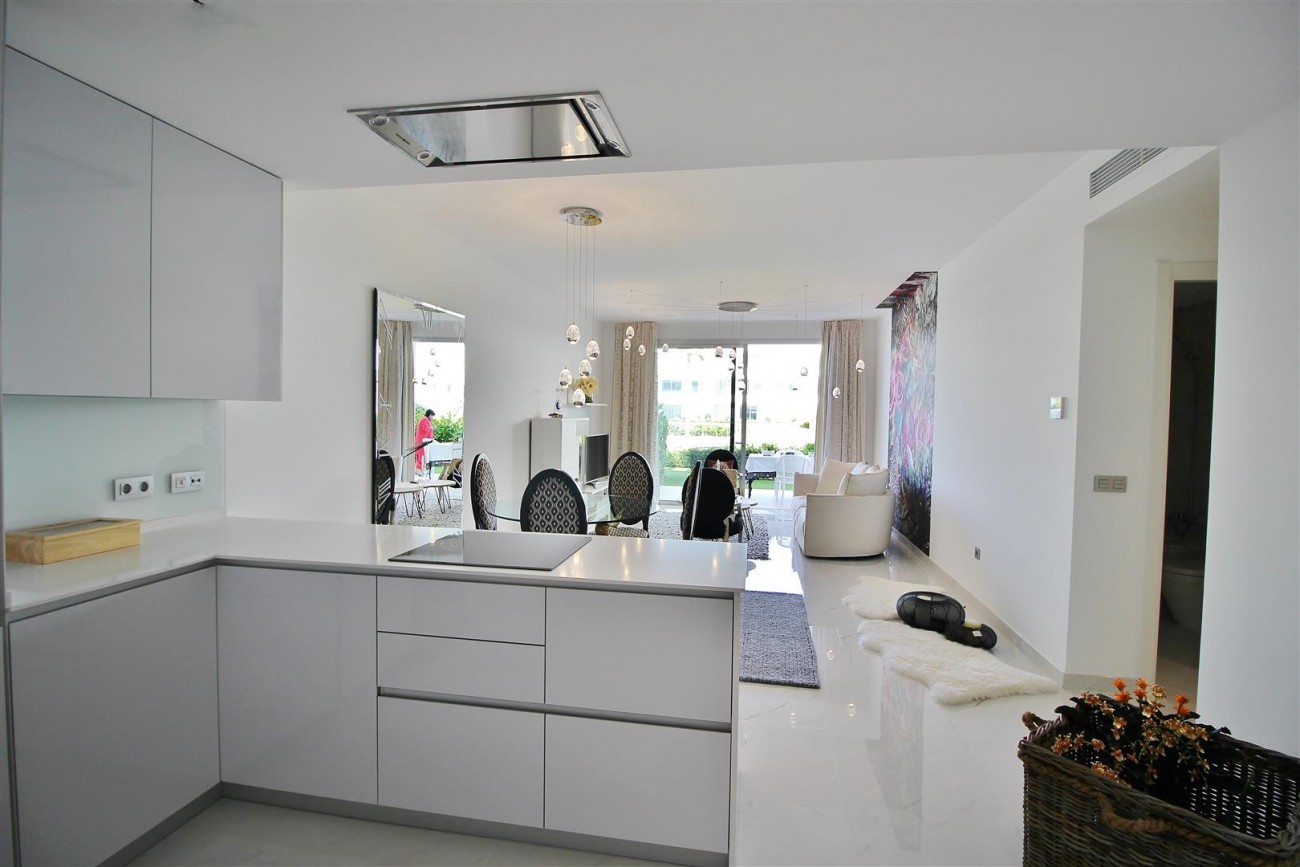 Contemporary 4 beds Apartment for sale Estepona Spain (18) (Large)