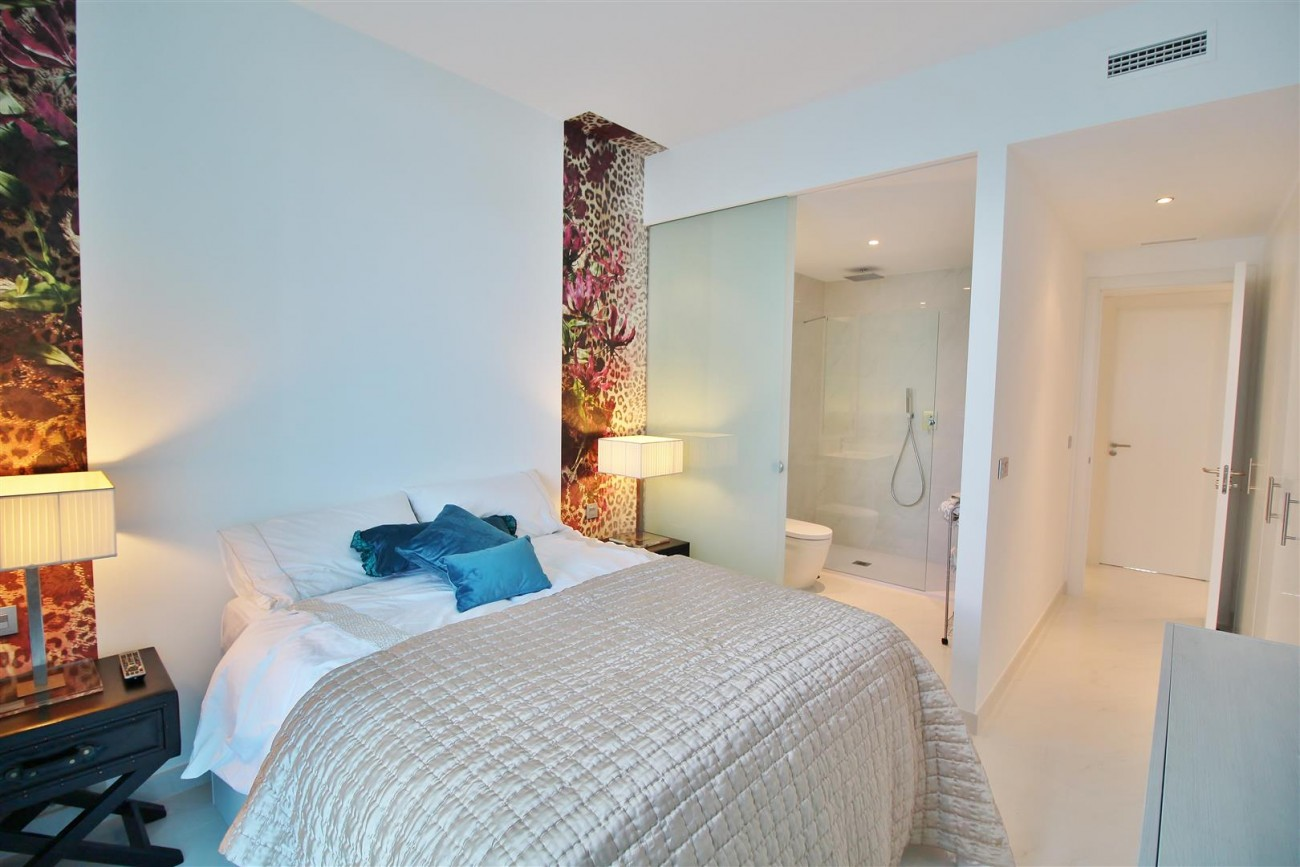 Contemporary 4 beds Apartment for sale Estepona Spain (25) (Large)