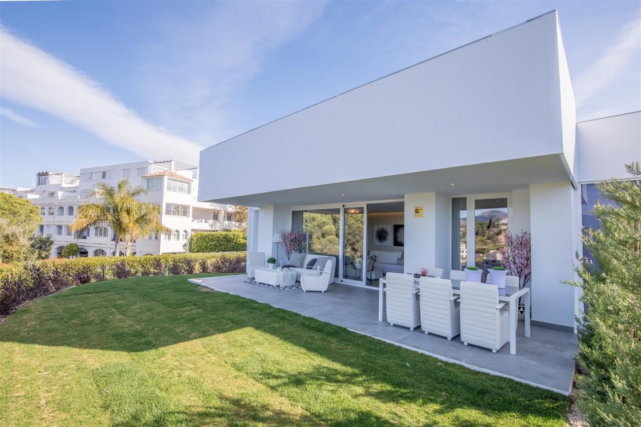 New Contemporary Apartments for sale Benahavis Spain (12) (Large)
