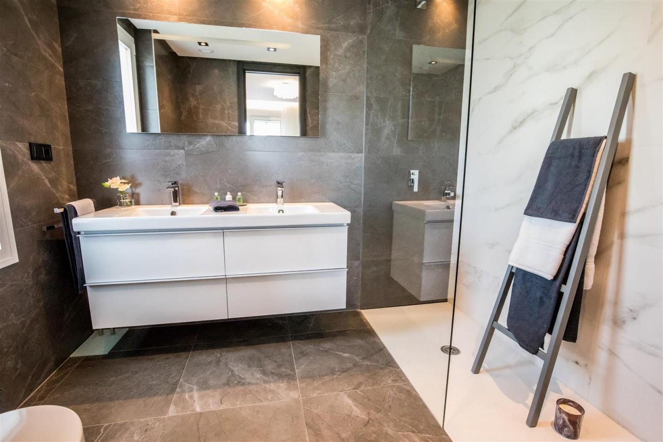 New Contemporary Apartments for sale Benahavis Spain (20) (Large)
