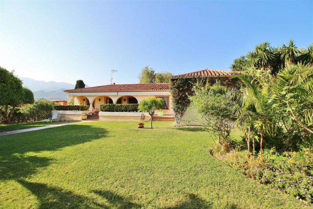 Villa for Sale - 665.000€ - Marbella, Costa del Sol - Ref: 5865