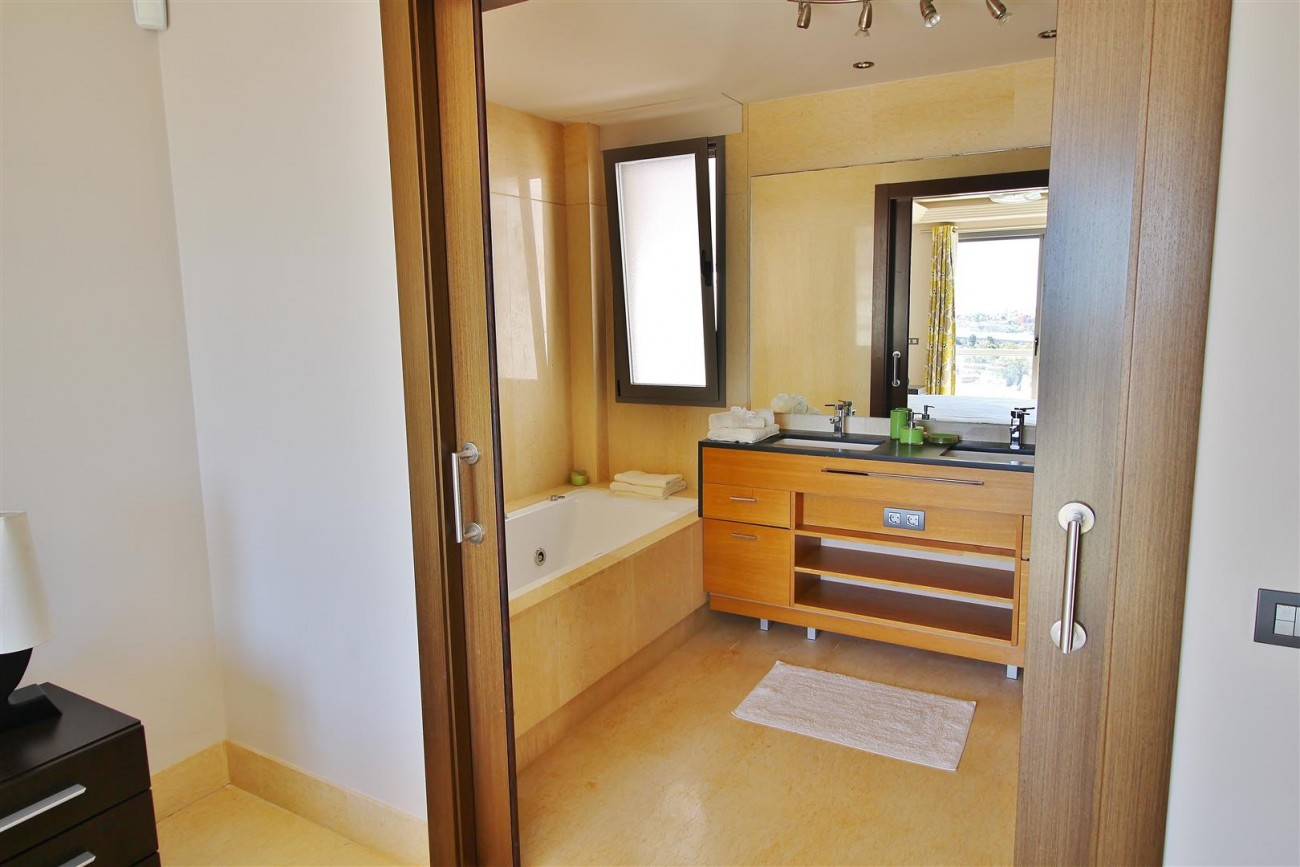 Luxury Apartment for sale Benahavis Spain (16) (Large)