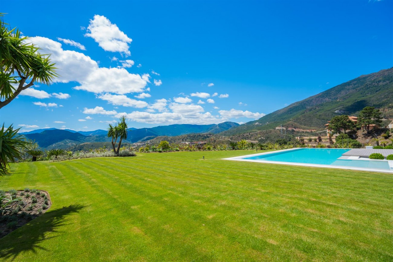 Luxury Contemporary Villa for sale La Zagaleta Benahavis Spain (17) (Large)
