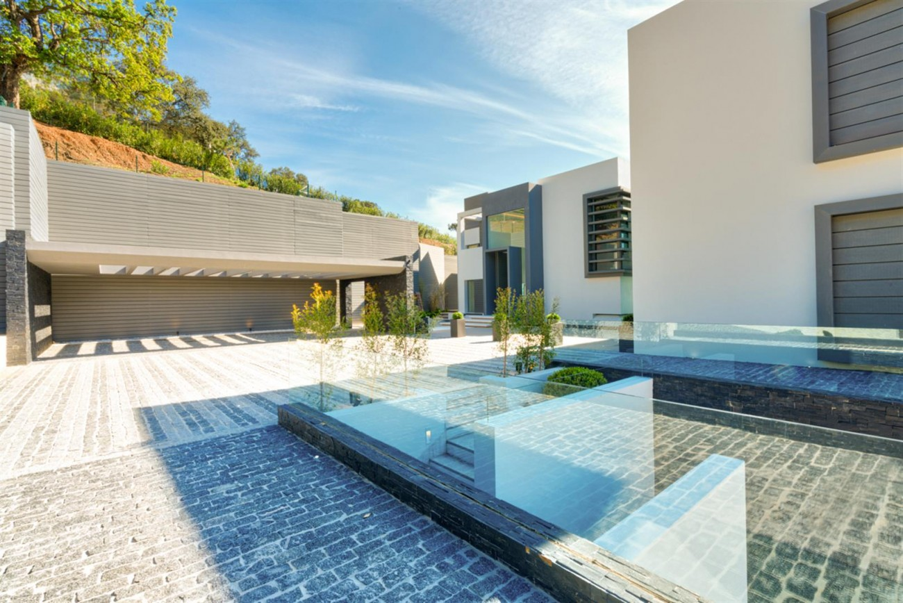 Luxury Contemporary Villa for sale La Zagaleta Benahavis Spain (26) (Large)