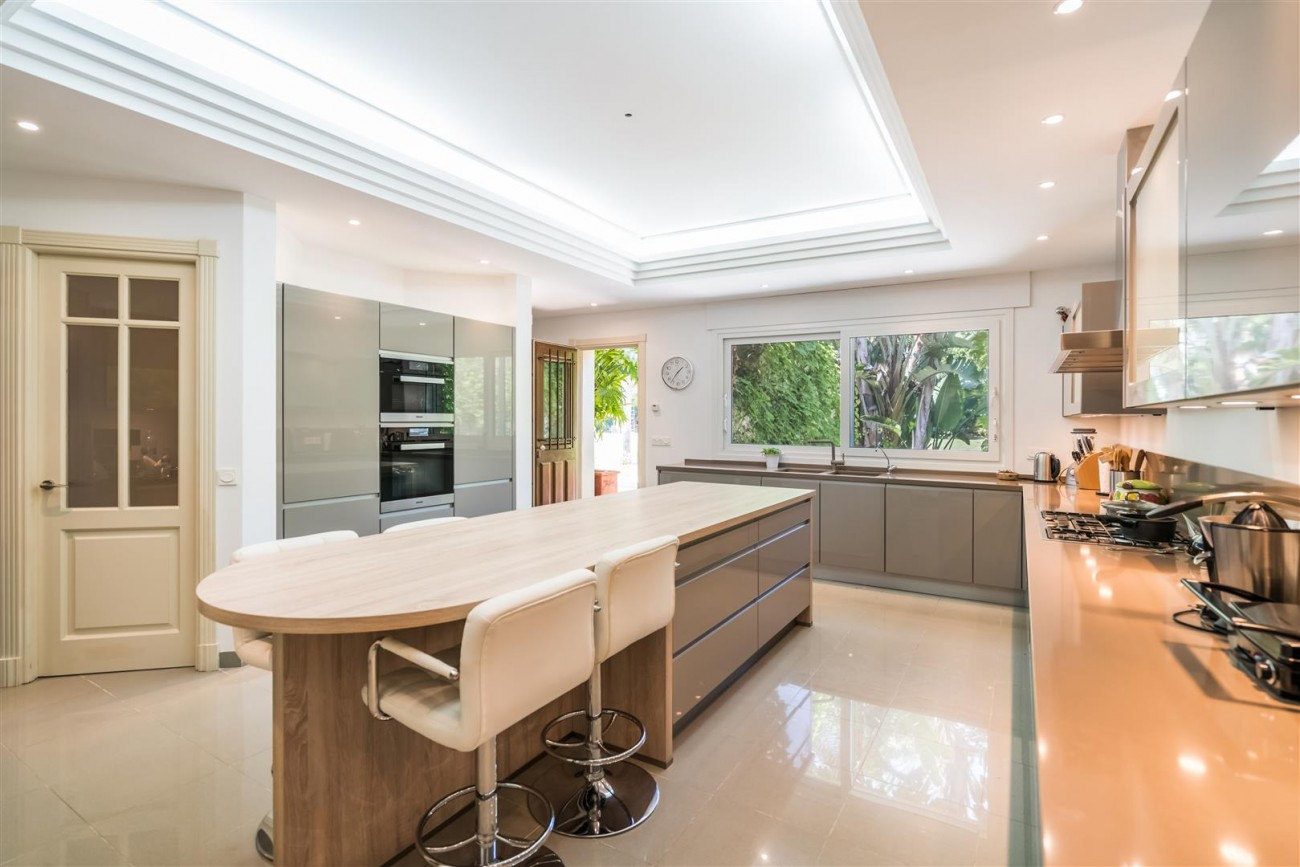 Luxury Beachside Villa for sale Marbella West Spain (1) (Large)