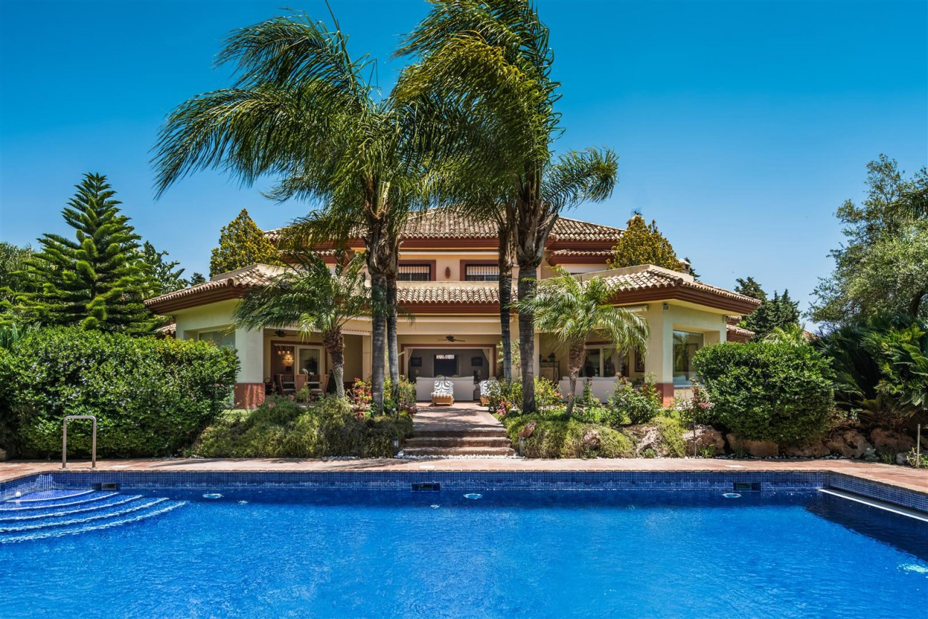 Luxury-Beachside-Villa-for-sale-Marbella-West-Spain-(20)-(Large)